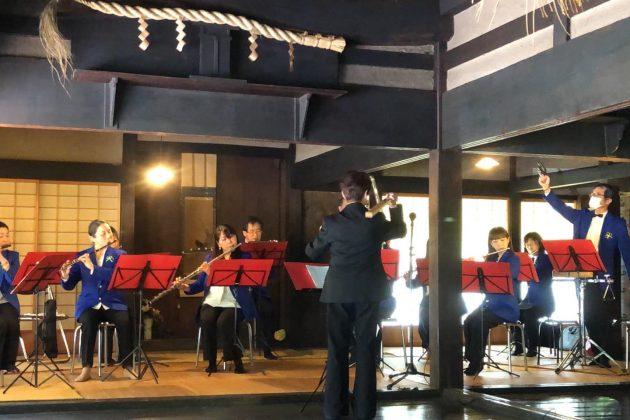 かやぶき屋根の癒しの音楽会
